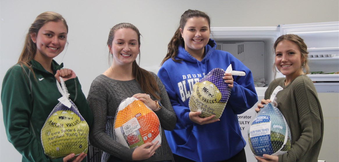 GlenOak students worked to prepare meals for the less fortunate in our community this holiday season!